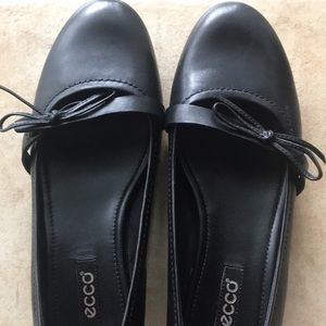 Black with a bow flats